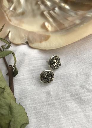 Серьги гвоздики натуральный камень