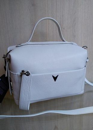 Кожаная белая сумка через плечо