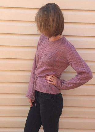 Легкий лиловый свитерок с баской