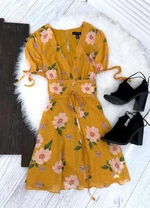 Платье в цветочек с завязками