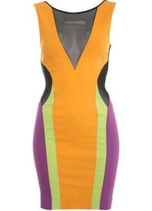 Яркое бандажное утягивающее платье подчеркивает фигуру от miss selfridge