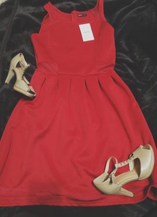 Платье бренда cropp