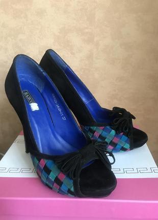 Замшевые туфли с открытым носком