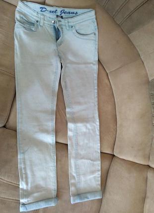 Светлые коттоновые джинсы