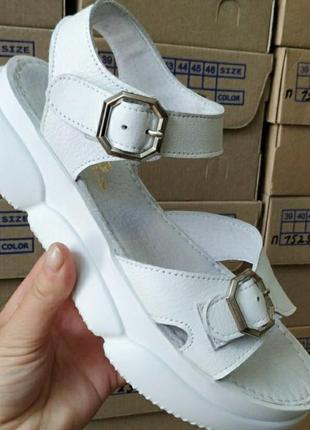 Белые босаножки,кожа, очень удобные, размер 38