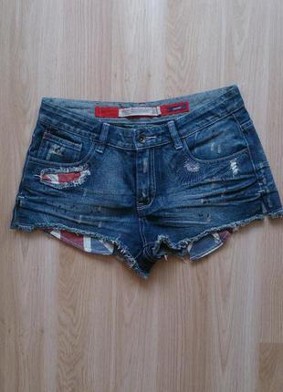 Короткие жинсовые шорты