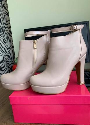 Стильные ботильоны натуральная кожа лакированные ботинки