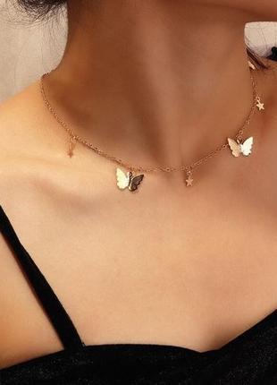 Цепочка чокер с подвесками бабочки золотистого цвета