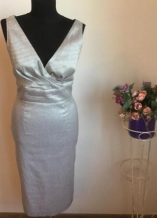 Платье футляр с v- образным вырезом