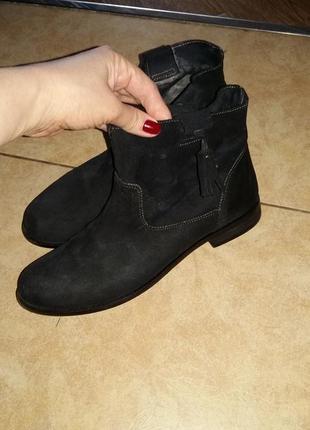 Продам замшевые ботинки zara