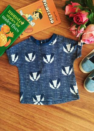 Модная трикотажная футболка для малыша next на 1 месяц.