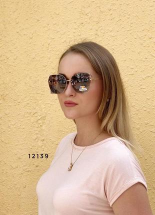Стильные коричневые солнцезащитные очки линза polarized к.12139