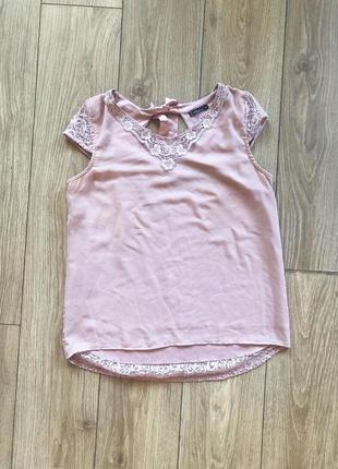 Нежная блуза с кружевной спинкой