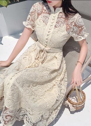 Нежное кружевное платье в стиле zimmermann