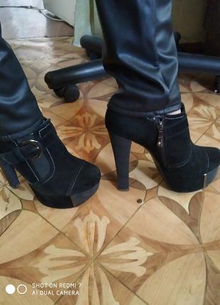 Ботильоны ботинки на высоком каблуке чёрные демисезонные замшевые