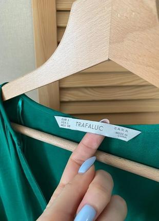 Zara зеленая атласная блуза безрукавка