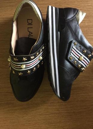 Крутые кроссовки на липучке 36 размер