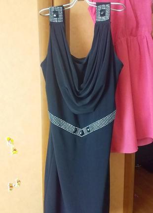 Короткое платье мини с стразами.