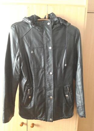 Утепленная куртка из качественного кожзама