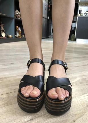 Летние кожаные сандалии