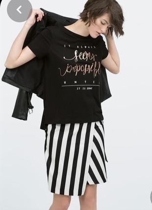 Оригінальна футболка zara з написом попереду, дууже тонка, розмір с-м