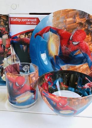Дитяча посуда. людина павук.