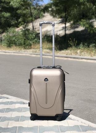 Малый пластиковый чемодан ручная кладь в цвете шампань wings