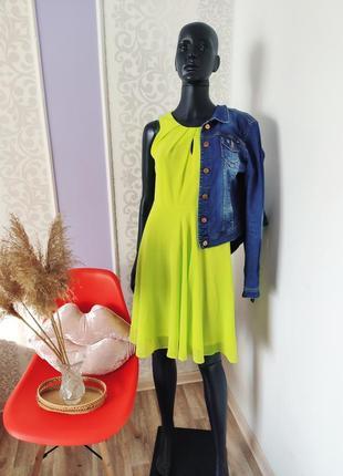 Яркое неоновое лёгкое платье с декольте капелькой 💐