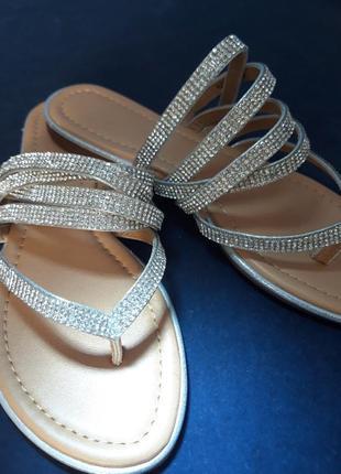 Серебристые сандали с ремешками от forever21.