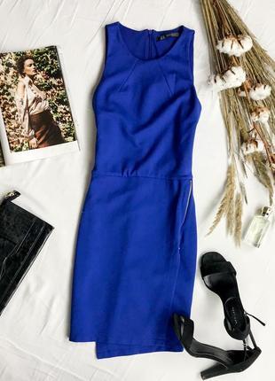 Ярко синее платье приталенного кроя на запах zara