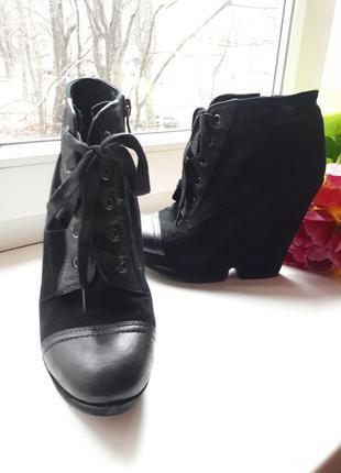 Черные ботинки замшевые на платформе