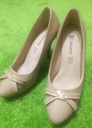 Туфли бежевые базовые на удобном каблуке с кожаной стелькой t.taccardi