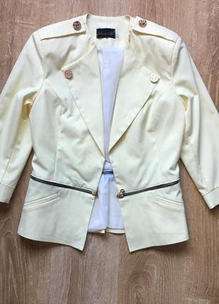 Желтый стильный пиджак / жакет