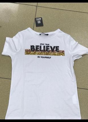 Стильна біла футболка із паєтками