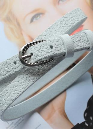 Узкий кожаный ремень с цветочным узором белый пряжка серебро