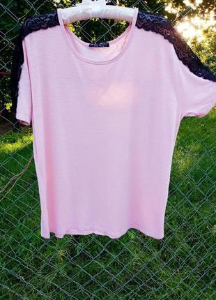 Летняя футболка декорированная кружевом