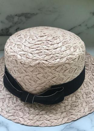 Шляпа канотье.
