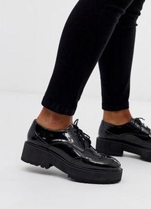 Лаковые кожаные туфли на платформе