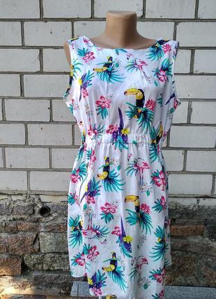 Белое платье в туканы и фламинго