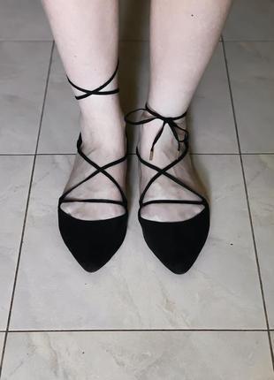 Черные туфли-лодочки с завязками в отличном состоянии