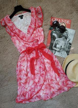 Шикарное актуальное платье на запах с рюшами и поясом/сарафан