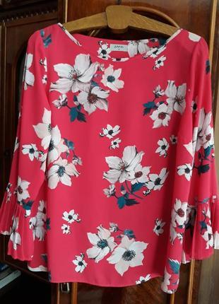 Блуза с плиссированой оборкой на рукаве