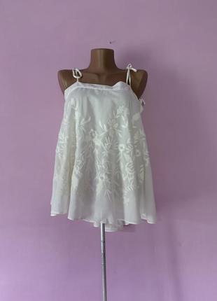 Стильная новая блуза хлопок коттон с вышивкой гладью на бретелях молочная
