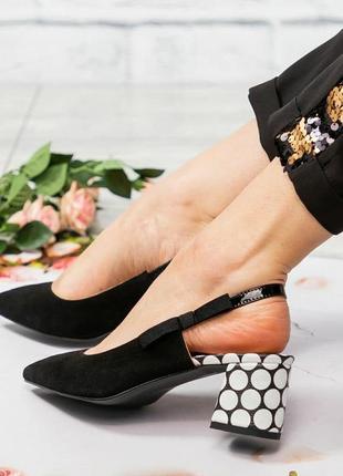 Элегантные туфли с открытой пяткой