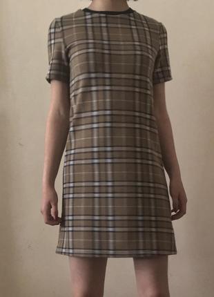 Платье-футболка в клетку stradivarius