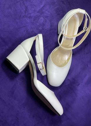 Новые кожаные туфли на каблуке ручной работы(25.5см)