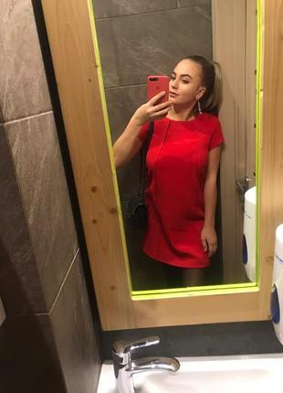 Шикарне червоне плаття