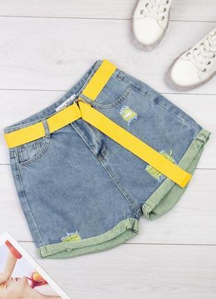 Яркие джинсовые шорты с поясом