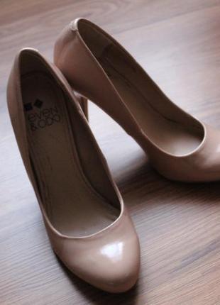Туфли нюдовый беж 37 р