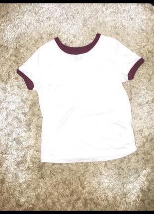 H&m белая базовая футболка с бардовой окантовкой